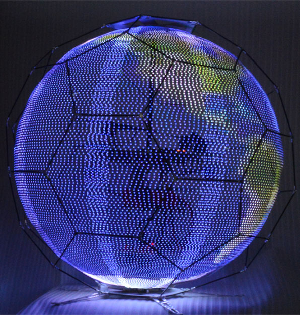 NTTドコモ、全方位に映像を映し出すことの出来る球体ドローン発表
